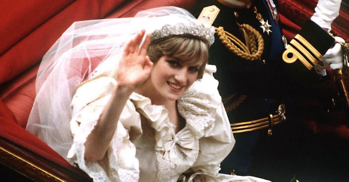 Vamos descobrir juntos os 10 segredos sobre o vestido de noiva de Diana