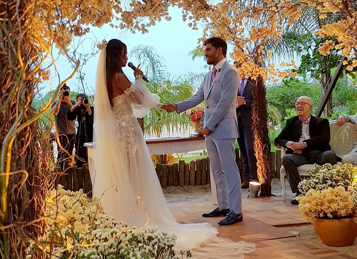 Carol Nakamura e Guilherme Leonel se casam em Búzios; saiba tudo